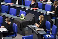 DEU, Deutschland, Germany, Berlin, 28.10.2020: Ein mit schwarzem Tuch abgedeckter Stuhl bei der Trauerfeier für den verstorbenen Bundestagsvizepräsidenten Thomas Oppermann im Deutschen Bundestag. Thomas Oppermann (SPD) ist am 25.10.2020 überraschend gestorben.