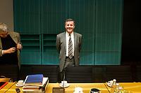 12 DEC 2003, BERLIN/GERMANY:<br /> Wilhelm Schmidt, SPD, 1. Parl. Geschaeftsfuehrer SPD BT-Fraktion, vor Beginn der Vorbesprechung der A-Laender, zur Vorbereitung der Sitzung des Vermittlungsausschusses, Bundesrat<br /> IMAGE: 20031212-01-005