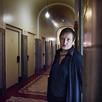 Nederland, Amsterdam , 22 november 2012..Wanda Reisel is een Nederlandse schrijfster..Naast proza en toneel schrijft Reisel ook film- en televisiescenario's..Op de foto Wanda Reisel in 1 van de gangen van het Lloyd Hotel..Dutch writer Wanda Reisel.