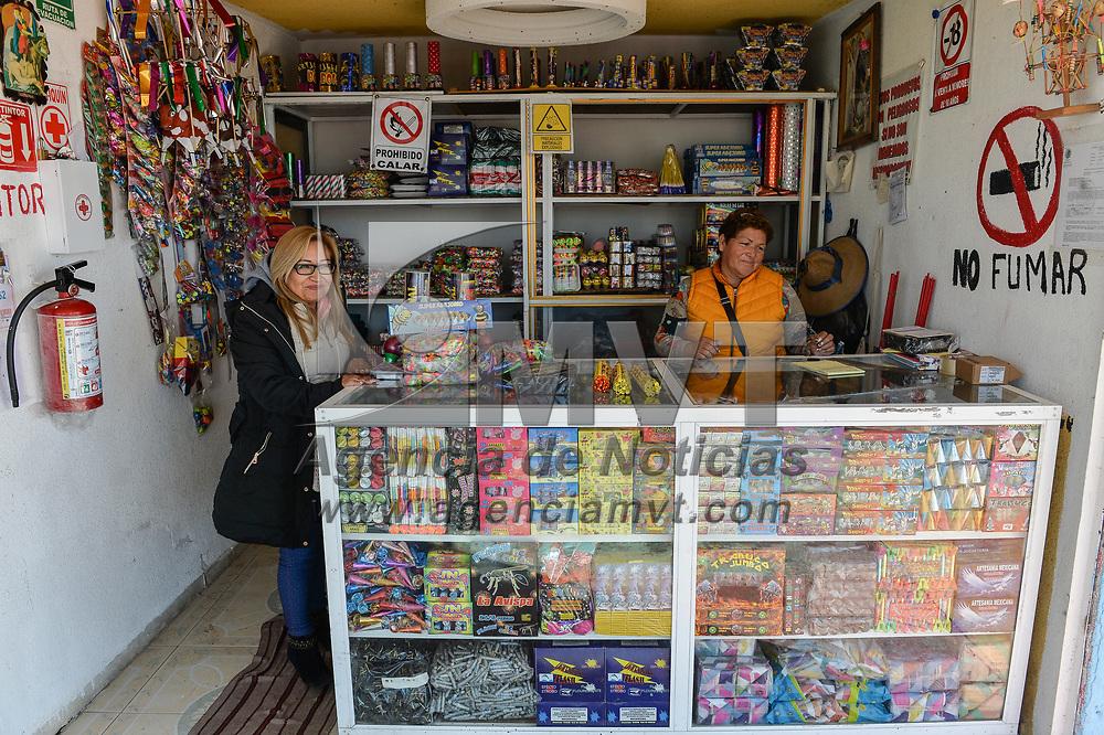Jaltenco, México.- Aspectos del mercado de artesanías pirotécnicas de Jaltenco. Agencia MVT / Mario Vázquez de la Torre.