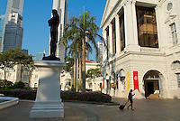 Singapour. La statue de Raffles et le Busness center. // Singapore. Raffles statue and Busness center.