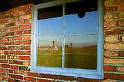 Okno baraku dla kobiet w Auschwitz II-Birkenau.<br /> Barrack window for women in Auschwitz II-Birkenau.