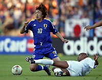 FOOTBALL - CONFEDERATIONS CUP 2003 - GROUP A - FRANKRIKE v JAPAN - 030620 - SHUNSUKE NAKAMURA (JAP) / OLIVIER DACOURT (FRA) - PHOTO GUY JEFFROY / DIGITALSPORT