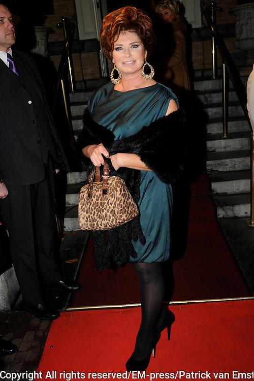 Uitreiking Beau Monde Awards in het Amstel Hotel, Amsterdam.<br /> <br /> Op de foto:  Yvonne Brandsteder