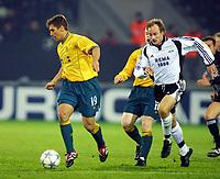 Football, Champions League 23. oktober 2001. Rosenborg-Celtic 2-0.  Stilian Petrov, Celtic  og Sigurd Rushfeldt, Rosenborg.