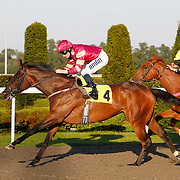 Sudden Wish and Ryan Moore winning the 6.00 race