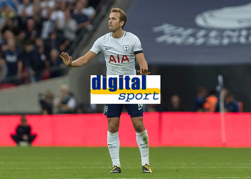 Football - 2017 / 2018 Premier League - Tottenham Hotspur vs. Chelsea <br /> <br /> Harry Kane (Tottenham FC)  tells his team mates to stay calm after his side equalise at Wembley Stadium.<br /> <br /> COLORSPORT/DANIEL BEARHAM