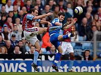 Photo: Glyn Thomas.<br />Aston Villa v Birmingham City. The Barclays Premiership. 16/04/2006.<br /> Villa's Gavin McCann (L) and Birmingham's Muzzy Izzet.