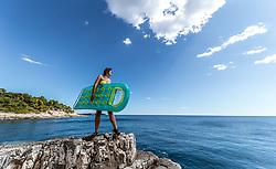 THEMENBILD - eine Frau im Bikini mit einer Luftmatratze an der Felsenküste vor dem Panorama der Adria bei Sonnenschein, aufgenommen am 27. Juni 2018 in Pula, Kroatien // a woman in a bikini with an air mattress on the rocky coast in front of the panorama of the Adriatic in sunshine, Pula, Croatia on 2018/06/27. EXPA Pictures © 2018, PhotoCredit: EXPA/ JFK