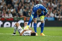 Real Madrid's Chicharito (L) and Atletico del Madrid´s Oblak during quarterfinal second leg Champions League soccer match at Santiago Bernabeu stadium in Madrid, Spain. April 22, 2015. (ALTERPHOTOS/Victor Blanco)