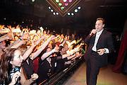 Nederland, Groesbeek, 9-4-2003Zanger Frans Bauer tijdens een optreden in zaal de Linde in Groesbeek. Veel fans onder de vrouwen. Hij ontving onlangs een edison voor zijn werk. Nederlandstalig lied, schlager, populariteit, artiest, showbiz.Foto: Flip Franssen/Hollandse Hoogte