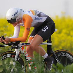 CYCLING 's-Heerenhoek: De eerste tijdrit voor vrouwen in het kader van de tijdritcompetitie werd verreden voorafgaand aan de omloop van Borsele. Lucinda Brand