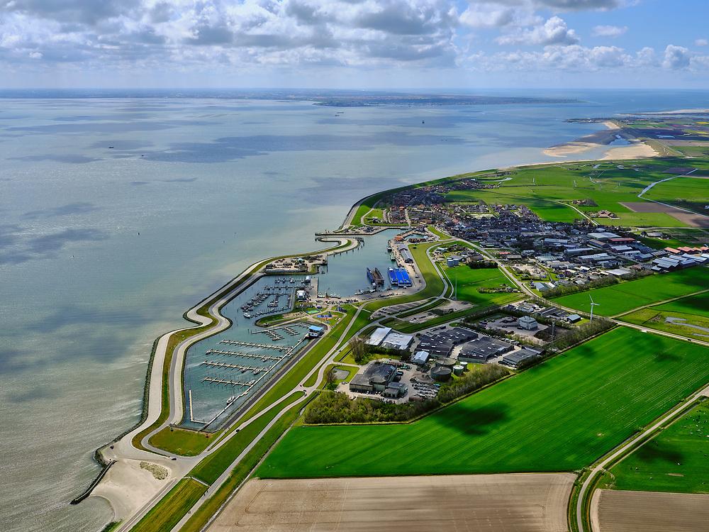 Nederland, Noord-Holland, Texel, 07-05-2021; Haven van Oudeschild, voor onder andere beroepsvisserij. In de voorgrond de Wadden Haven Texel (jachthaven).<br /> Port of Oudeschild, for professional fishing, among other things. In the foreground the Wadden Haven Texel (marina).<br /> <br /> luchtfoto (toeslag op standard tarieven);<br /> aerial photo (additional fee required)<br /> copyright © 2021 foto/photo Siebe Swart