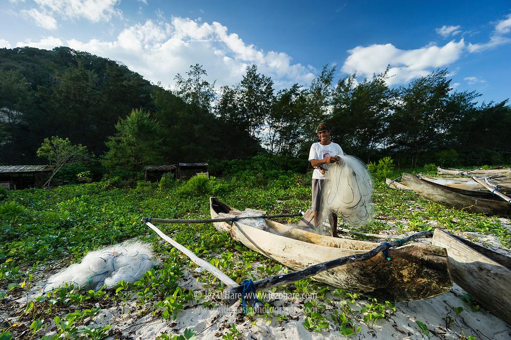 Bapak Drius, 34, Nelayan asli Tarimbang, Sumba Timur, Nusa Tenggara Timur, Indonesia<br /> <br /> Drius 34, fisherman from Tarimbang, East Sumba, Nusa Tenggara Timur, Indonesia.