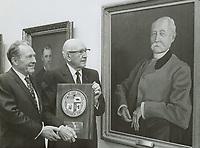 1970 C.E. Toberman & Mayor Yorty admiring portrait of Mayor James Toberman