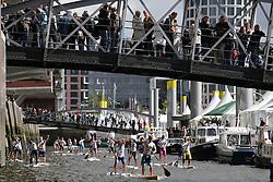 SUP: Stand up paddling, 2. World Cup, Hamburg, 28.08.2010<br /> Illustration, Hamburger HafenCity<br /> © pixathlon