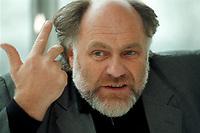 21 JAN 1999, GERMANY/BONN:<br /> Rezzo Schlauch, MdB, Fraktionsvorsitzender B90/Grüne, gibt ein Interview im Restaurant des Deutschen Bundestages, Bonn<br /> Rezzo Schlauch, Chairman of the Green Parliamentary Group, during an interview<br /> IMAGE: 19990121-03/01-23