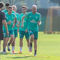 15.09.2020, Trainingsgelaende am wohninvest WESERSTADION - Platz 12, Bremen, GER, 1.FBL, Werder Bremen Training<br /> <br /> Aufwaermtraining<br /> <br /> Leonardo Bittencourt  (Werder Bremen #10)<br /> Kevin Möhwald / Moehwald (Werder Bremen #06)<br /> Niklas Moisander (Werder Bremen #18 Kapitaen)<br /> Henrik Frach (Athletik-Trainer SV Werder Bremen )<br /> <br /> Foto © nordphoto / Kokenge