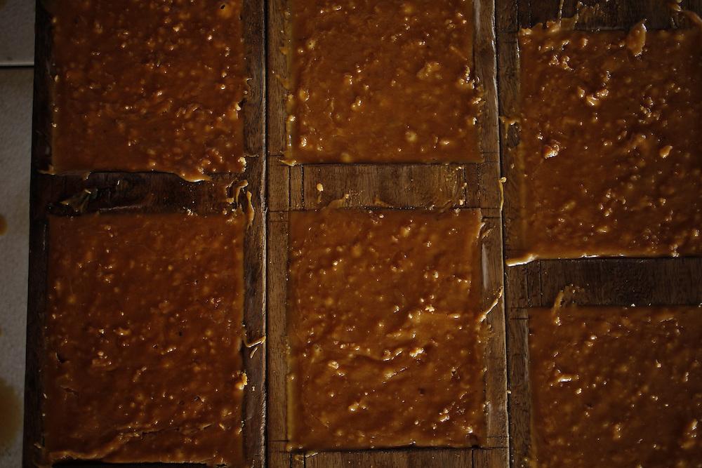 Aquiraz_CE, Brasil.<br /> <br /> Processo de fabricacao de rapadura no Engenho Sao Luis em Aquiraz, Ceara.<br /> <br /> The molasses manufacture in Sao Luis Aquiraz mill, in Aquiraz, Ceara.<br /> <br /> Foto: LEO DRUMOND / NITRO