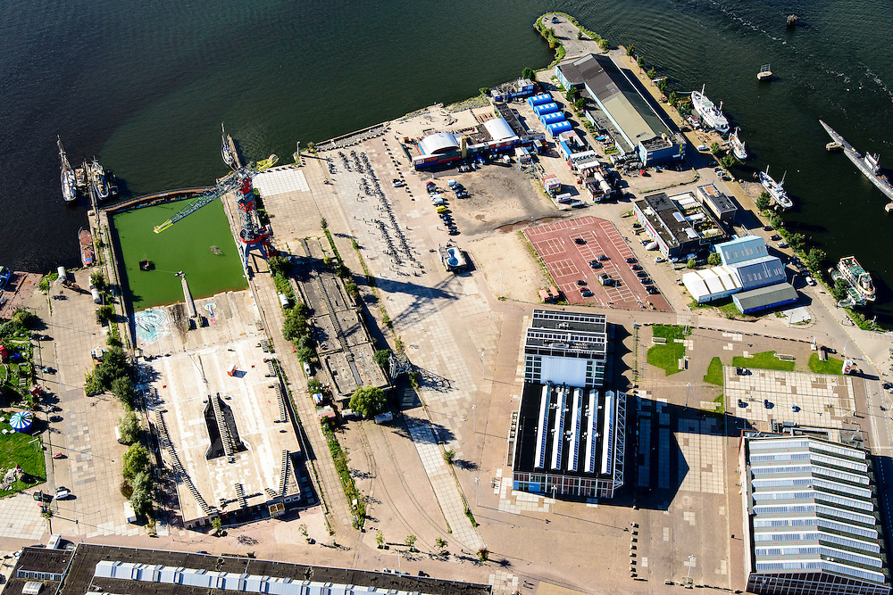 Nederland, Noord-Holland, Amsterdam, 27-09-2015;<br /> Amsterdam-Noord, NDSM-werf. met voormalige scheepshelling. Stadsontwikkeling en broedplaats in de Scheepsbouwloods<br /> Amsterdam-North, former shipyard. Urban development.<br /> luchtfoto (toeslag op standard tarieven);<br /> aerial photo (additional fee required);<br /> copyright foto/photo Siebe Swart