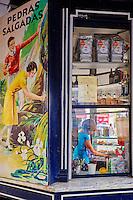Portugal, Lisbonne, kiosque sur le Largo de Camoes dans le Chiado // Portugal, Lisbon, kiosk on the Largo de Camoes in the Chiado