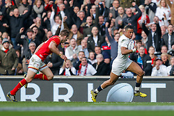 England Winger Anthony Watson breaks away from Wales Full Back Liam Williams to score a try - Mandatory byline: Rogan Thomson/JMP - 12/03/2016 - RUGBY UNION - Twickenham Stadium - London, England - England v Wales - RBS 6 Nations 2016.