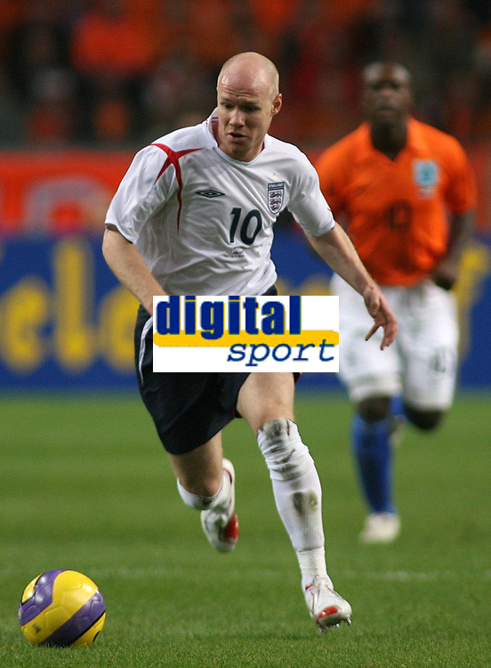 Photo: Paul Thomas.<br /> Holland v England. International Friendly. 15/11/2006.<br /> <br /> Andrew Johnson of England makes a break.