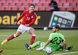 Jonas Wind (Danmark) sender bolden forbi Oleh Bilyk (Ukraine) og mål, under U21 EM2021 Kvalifikationskampen mellem Danmark og Ukraine den 4. september 2020 på Aalborg Stadion (Foto: Claus Birch).
