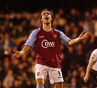 Fotball<br /> England 2004/2005<br /> Foto: SBI/Digitalsport<br /> NORWAY ONLY<br /> <br /> Fulham v Aston Villa<br /> 2/2/2005.<br /> Barclays Premiership.<br /> Villa's Juan Pablo Angel can not belive his second penalty of the game has been saved by Fulham 'keeper Edwin van der Sar