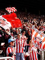Fotball<br /> England 2004/2005<br /> Foto: SBI/Digitalsport<br /> NORWAY ONLY<br /> <br /> Sunderland v Stoke City, Coca Cola Championship, 08/05/2005.<br /> <br /> Sunderland fans have plenty to celebrate.