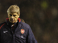 Fotball<br /> Premier League England 2004/2005<br /> Foto: BPI/Digitalsport<br /> NORWAY ONLY<br /> <br /> 24/10/2004 Man Utd v Arsenal, FA Barclays Premiership, Old Trafford<br /> An angry Arsene Wenger leaves the field at the end of the game<br /> Manchester United