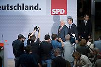 08 SEP 2008, BERLIN/GERMANY:<br /> Frank-Walter Steinmeier (L), SPD, Bundesaussenminister und desig. Kanzlerkandidat, und Franz Muentefering (R), SPD, desig. Parteivorsitzender, auf dem Weg zu einer Pressekonferenz nach den Sitzungen von SPD Praesidium und Parteivorstand nach dem Ruecktritt von K urt B eck, Willy-Brandt-Haus<br /> IMAGE: 20080908-03-007<br /> KEYWORDS: Franz Müntefering, Kamera, Camera, Journalist, Journalisten