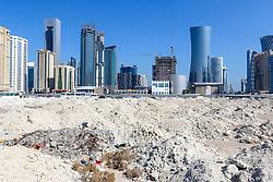 22.01.2015, Doha, QAT, FIFA WM, Katar 2022, Vorberichte, im Bild Hochhäuser von Doha hinter einer Baustelle // Preview of the FIFA World Cup 2022 in Doha, Qatar on 2015/01/22. EXPA Pictures © 2015, PhotoCredit: EXPA/ Sebastian Pucher