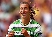 Alan Stubbs (Celtic). Celtic 6:2 Rangers, Scottish Premier League, Celtic Park, Glasgow, Scotland, 27/8/2000. Credit Colorsport: Stuart MacFarlane.
