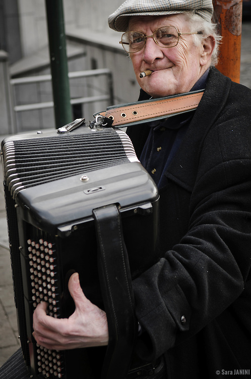 Street musician playing the accordion, City center, Brussels, Belgium, Europe