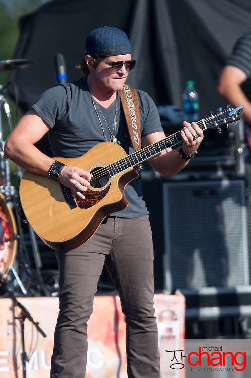 Jerrod Niemann performs at Bay Fest on Sunday, Oct. 7, 2012, in Mobile, Ala. (Bay Fest/ Michael Chang)