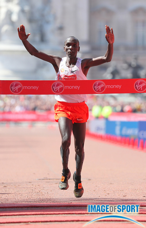 Eliud Kipchoge (KEN) celebrates after winning the London Marathon in 2:04:17  in London, Sunday, April 22, 2018. (Jiro Mochizuki/Image of Sport)