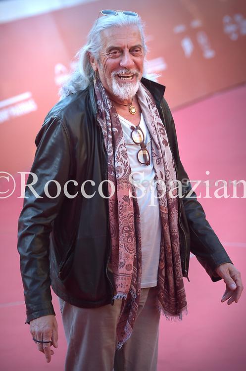 Shel Shapiro walks the red carpet ahead of the 'Italia Dei Musicarelli' screening during the 13th Rome Film Fest at Auditorium Parco Della Musica on October 24, 2018 in Rome, Italy.