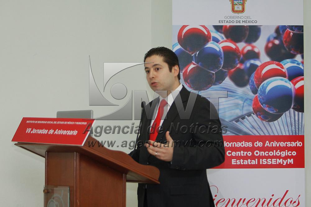 Toluca, México.- Ricardo Treviño Chapa, director del Instituto de Seguridad Social del Estado de México (ISSEMYM)  anunció la creación de un Centro de investigación para el Análisis y Estudio de Cáncer, con el objetivo de reducir la incidencia de esta enfermedad en la entidad. Agencia MVT / Crisanta Espinosa