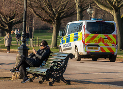 © Licensed to London News Pictures. 07/01/2021. London, UK. Police patrol Hyde Park in London as families enjoy a walk in the park on the 2nd day of lockdown as cases continue to rise throughout the UK. This week, Prime Minister Boris Johnson plunged England into another lockdown as he ordered schools to close and office workers to work from home as the government ramps up vaccinations with the Oxford Covid-19 vaccine. Photo credit: Alex Lentati/LNP