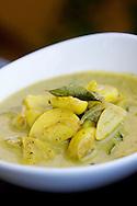 Ayurvedisk vitlökscurry.<br /> <br /> Carlic Curry. Ayurveda Cooking at Barberyn Ayurveda Resort, Sri Lanka.