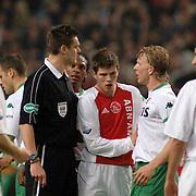 NLD/Amsterdam/20060420 - Ajax - Feyenoord, eredivisie playoffs, Klaas Jan Huntelaar mengt zich in de discussie tussen scheidsrechter Eric Braamhaar en Dirk Kuyt