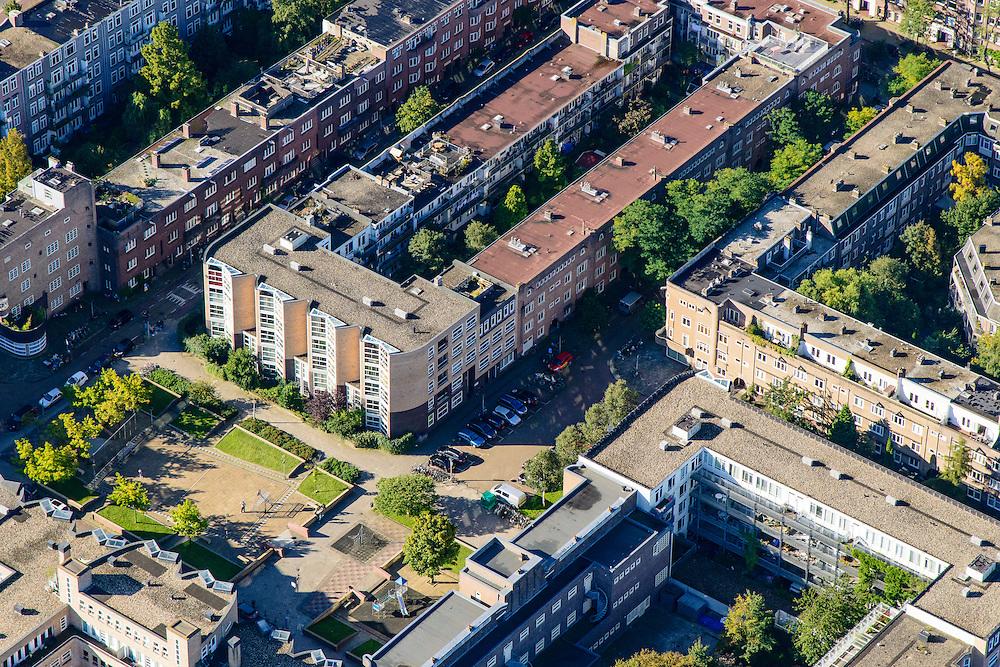 Nederland, Noord-Holland, Amsterdam, 27-09-2015; Amsterdam-Zuid, Rivierenbuurt, onderdeel van Plan-Zuid van H.P. Berlage. Meerhuizenplein, stadsvernieuwings architectuur in Amsterdamse School stijl.<br /> Rivierenbuurt, neighbourhood in the south of Amsterdam, part of the Plan Zuid urban expansion programme designed by architect Berlage.  Amsterdam School style architecture. <br /> <br /> luchtfoto (toeslag op standard tarieven);<br /> aerial photo (additional fee required);<br /> copyright foto/photo Siebe Swart