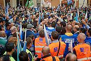 Matteo Salvini partecipa alla manifestazione organizzata dai sindacati delle forze dell'ordine poliziotti e vigili del fuoco che manifestano davanti Montecitorio. Roma 15 ottobre 2015. Christian Mantuano / OneShot<br /> <br /> Matteo Salvini takes part in a demonstration organized by the Italian police trade unions in front of the Parliament. Rome 15 October 2015. Christian Mantuano / OneShot