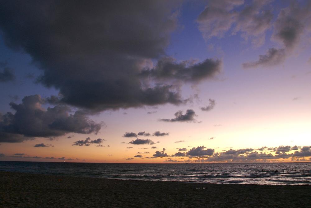 Beach an Ocean at Dawm, Miami Beach