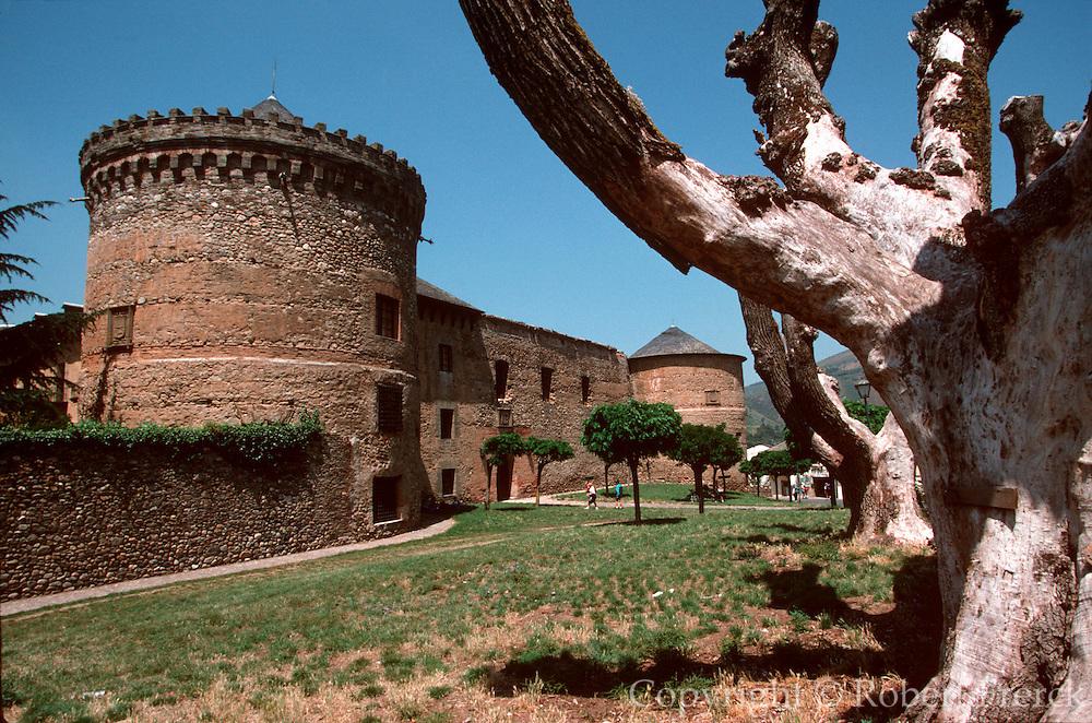 SPAIN, ROUTE OF SANTIAGO Villafranca de Bierzo; 16thc castle