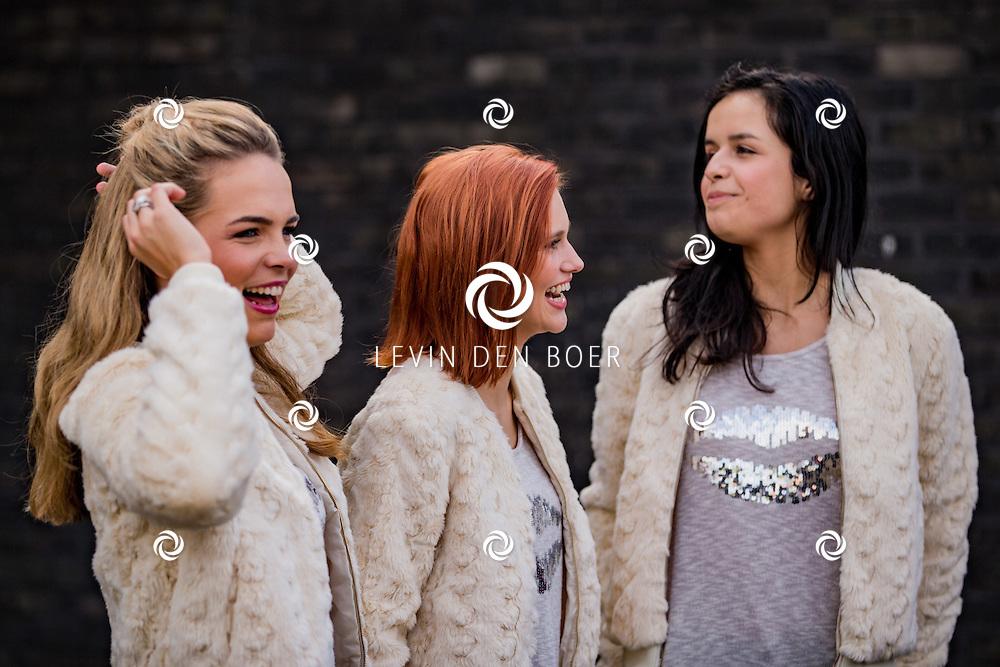 LOCHRISTI - De nieuwe K3 met Marthe de Pillecyn, Hanne Verbruggen en Klaasje Meijer hebben hun eerste Album CD ingezongen in de studio van Miguel Wiels. FOTO LEVIN DEN BOER - PERSFOTO.NU