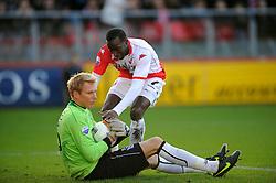 08-11-2009 VOETBAL: FC UTRECHT - HEERENVEEN: UTRECHT<br /> Utrecht verliest met 3-2 van Heerenveen / Loic Loval en Brian Vandenbussche<br /> ©2009-WWW.FOTOHOOGENDOORN.NL