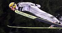 Hopp, 01.12.2001 Titisee-Neustadt, Deutschland,<br />Der Finne Veli-Matti Lindstrøm am Samstag (01.12.2001) beim Weltcup Skispringen in Titisee-Neustadt, Schwarzwald.<br />Foto: ÊJAN PITMAN/Digitalsport