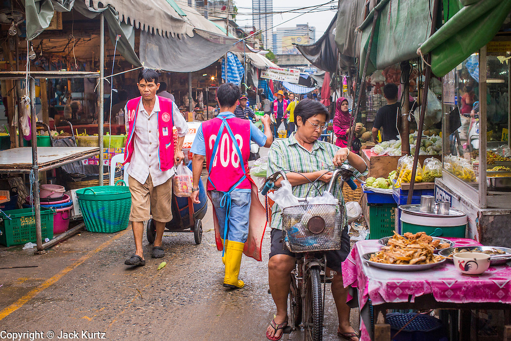 """03 OCTOBER 2012 - BANGKOK, THAILAND:    An aisle Khlong Toey (also called Khlong Toei) Market in Bangkok. It is one of the largest """"wet markets"""" in Thailand. Thousands of people shop in the sprawling market for fresh fruits and vegetables as well meat, fish and poultry every day.       PHOTO BY JACK KURTZ"""
